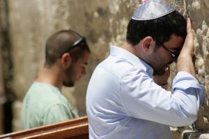 Biddende joden bij de Tempelmuur